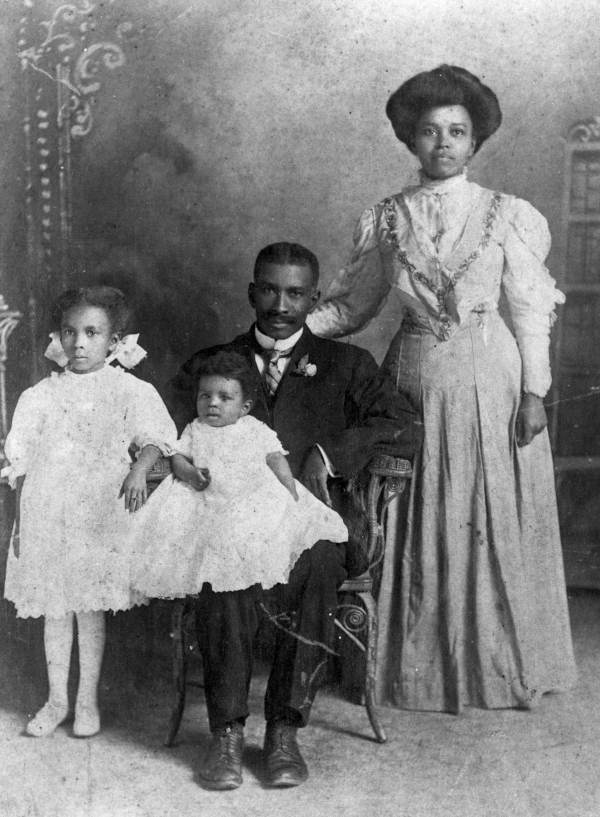 Photograph of black ancestors: an unidentified African-American family from Gainesville, FL.